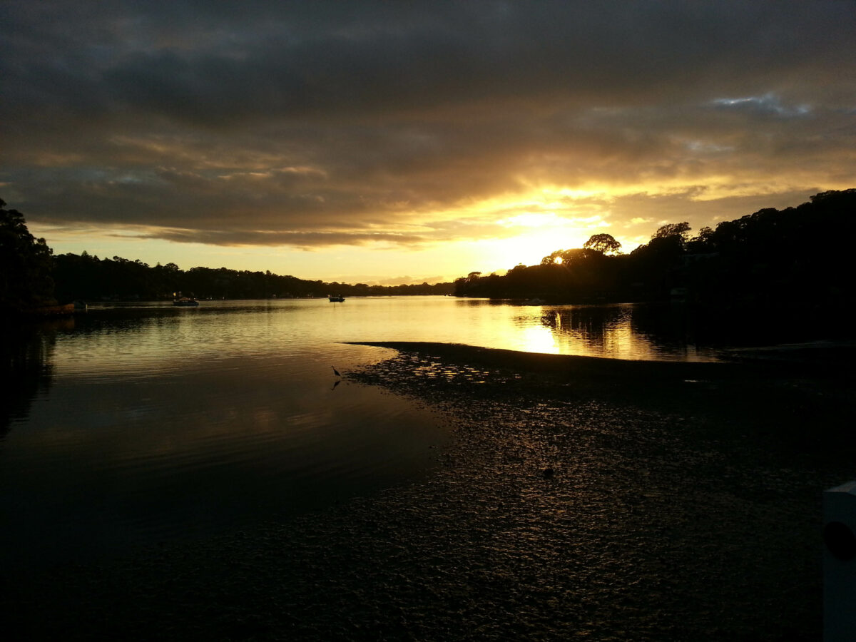 Skiffen bij zonsopgang